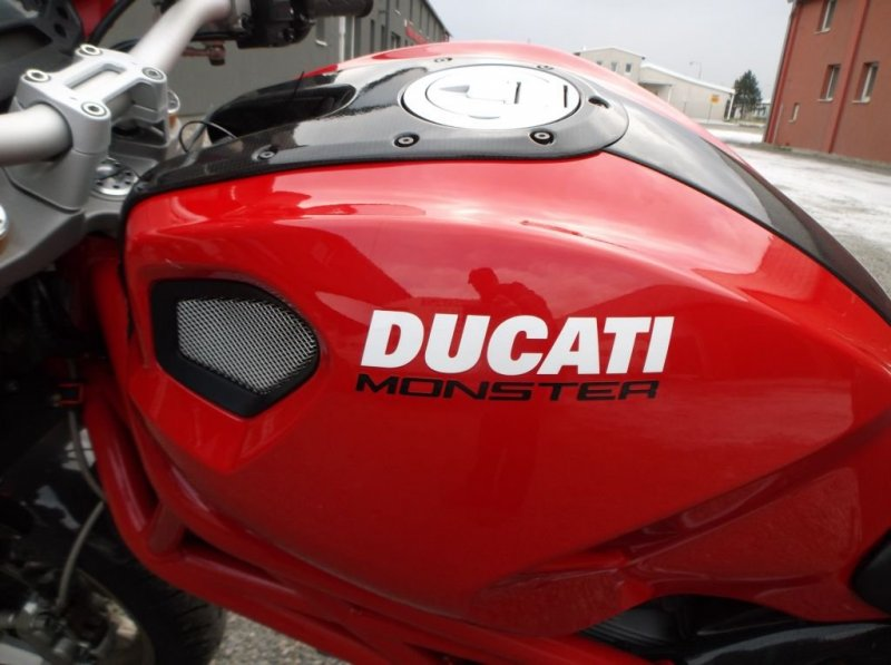 Ducati Monster 1100 S bazar